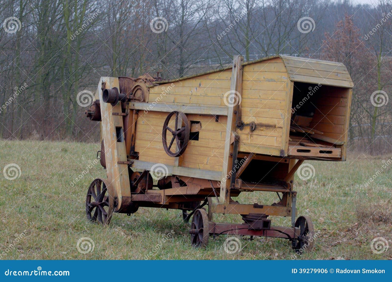 Vieille moissonneuse du bois photo stock image 39279906 - Vieille poutre en bois a vendre ...