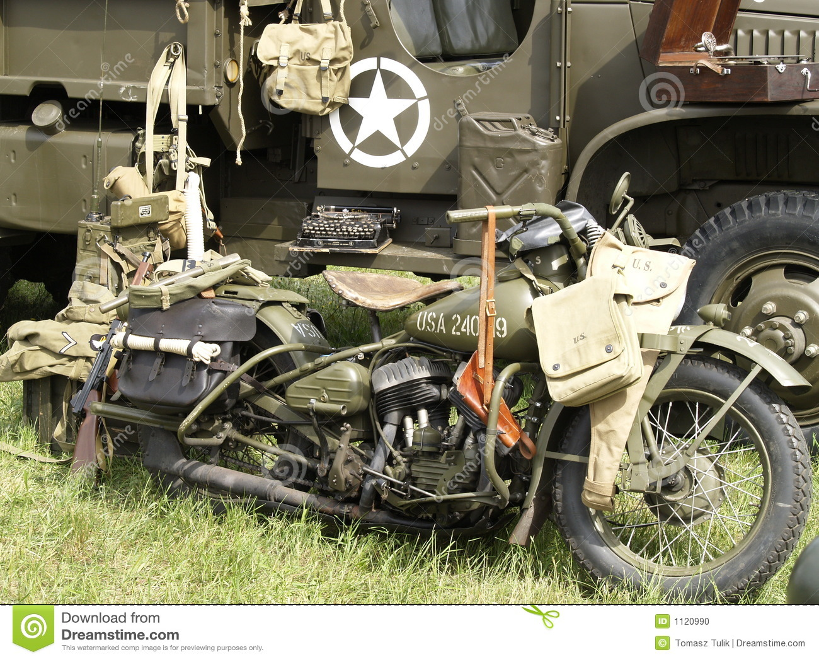 vieille moto militaire photo stock image 1120990. Black Bedroom Furniture Sets. Home Design Ideas