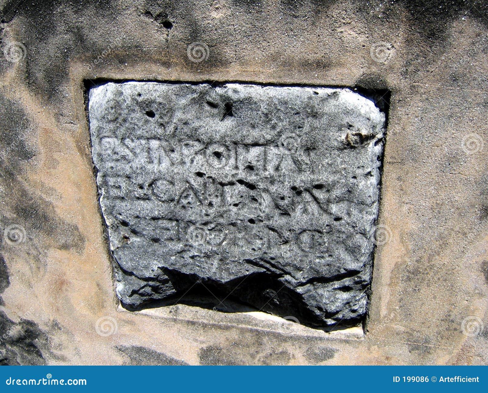 Vieille pierre avec les inscriptions espagnoles