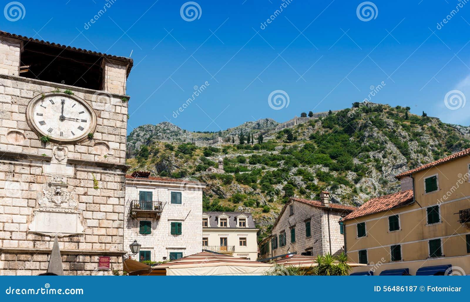 Vieille place Kotor de Trg OD Oruja de tour d horloge