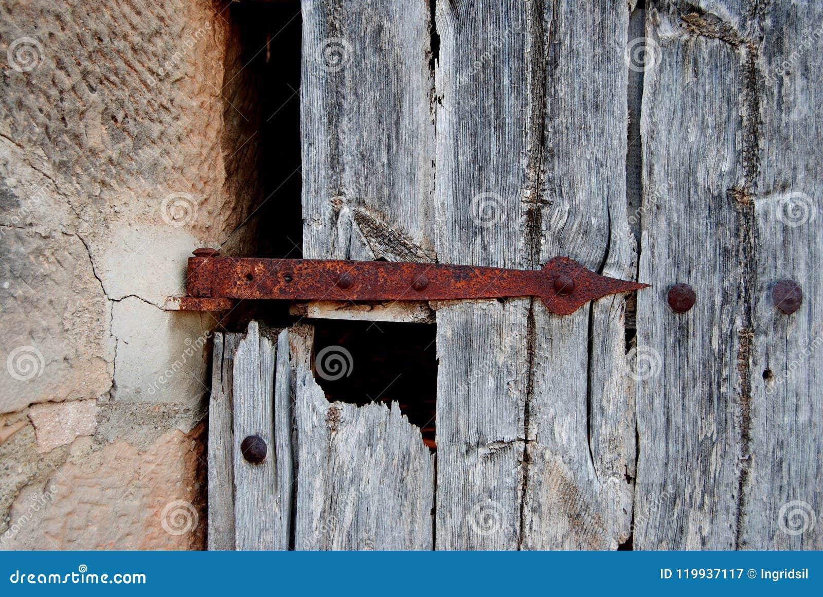 Vieille porte avec le boulon rouillé, serrure Rouillé, oxydé charnière Vieux bois