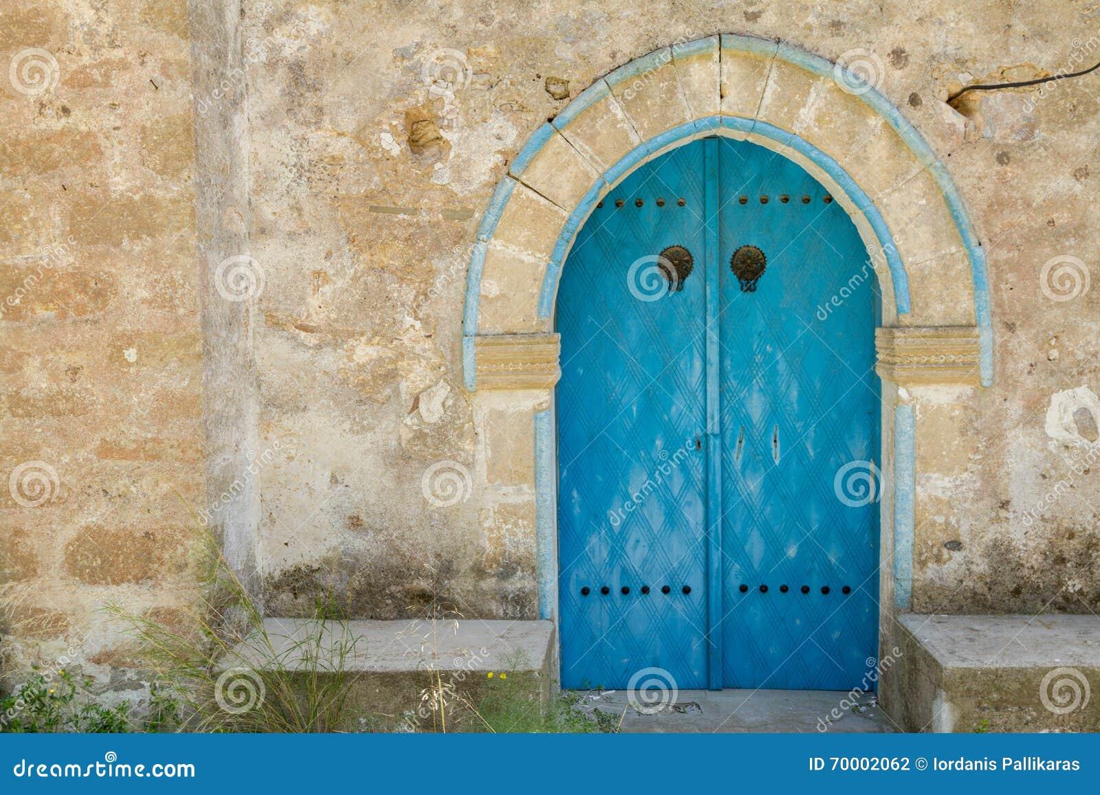Vieille porte d église de Panagia Kantariotissa en Chypre