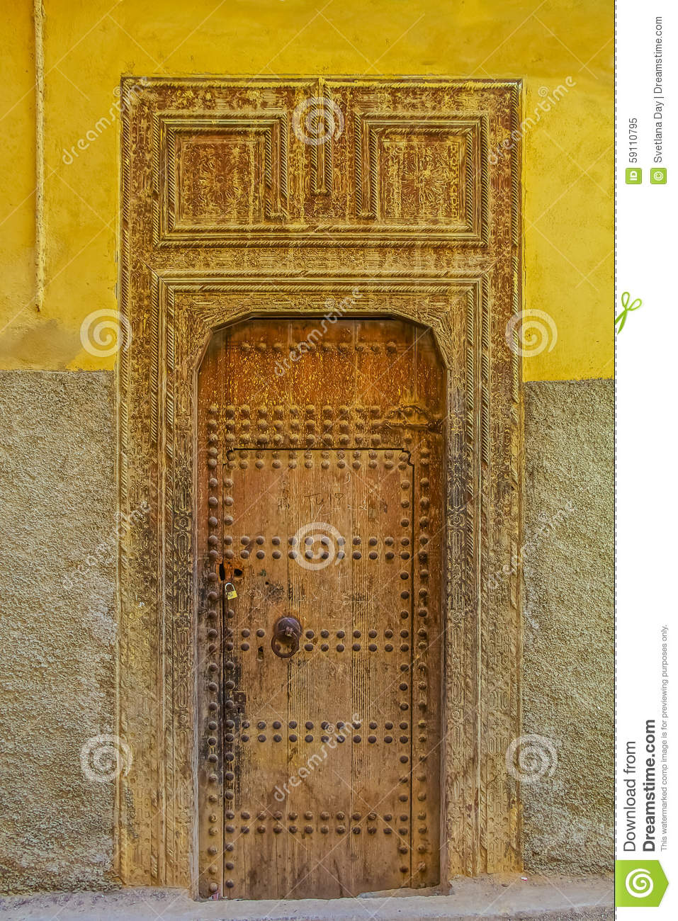 Vieille porte d 39 une maison marocaine traditionnelle photo stock image - Description d une maison traditionnelle marocaine ...