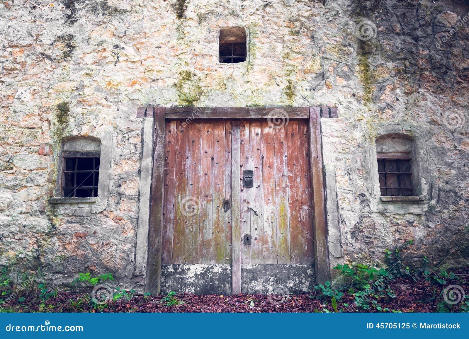 Vieille porte de cave image stock image du automne for Porte de cave