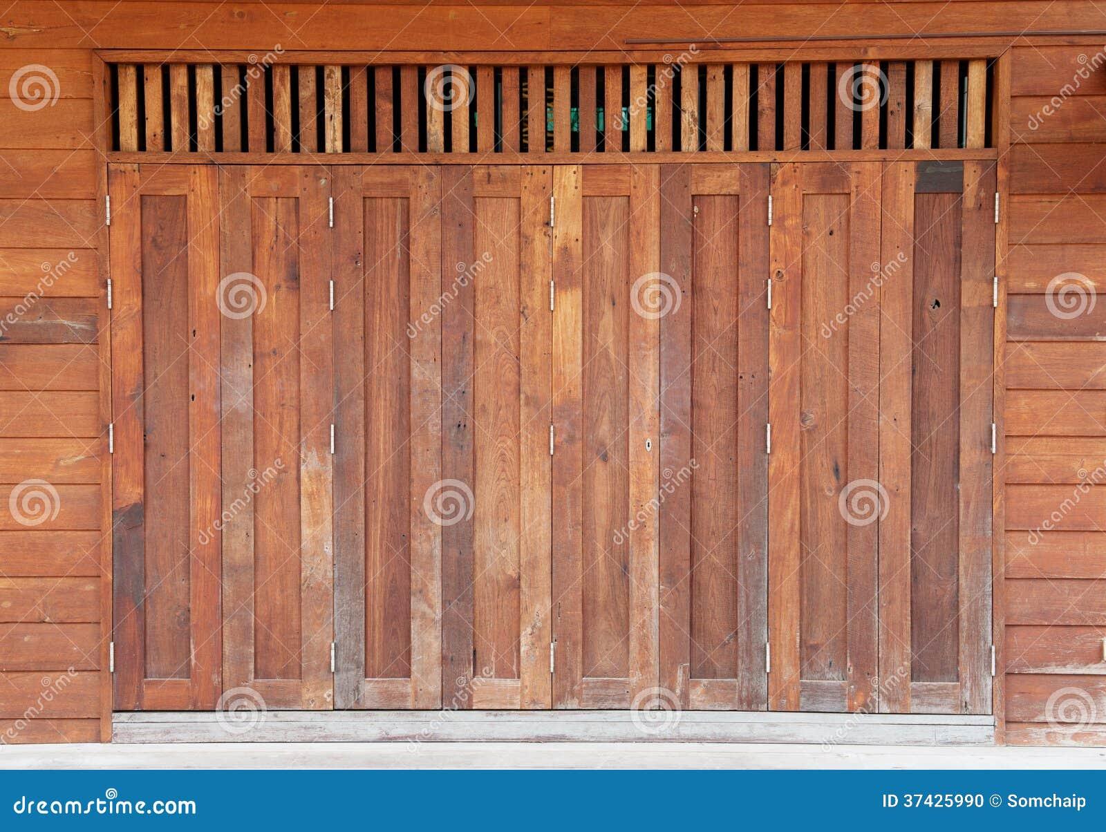 Vieille porte de grange en bois photo stock image 37425990 for Grange bois en kit
