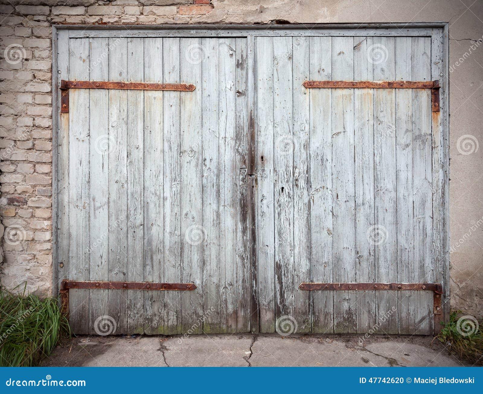 vieille porte n glig e en bois de garage photo stock. Black Bedroom Furniture Sets. Home Design Ideas