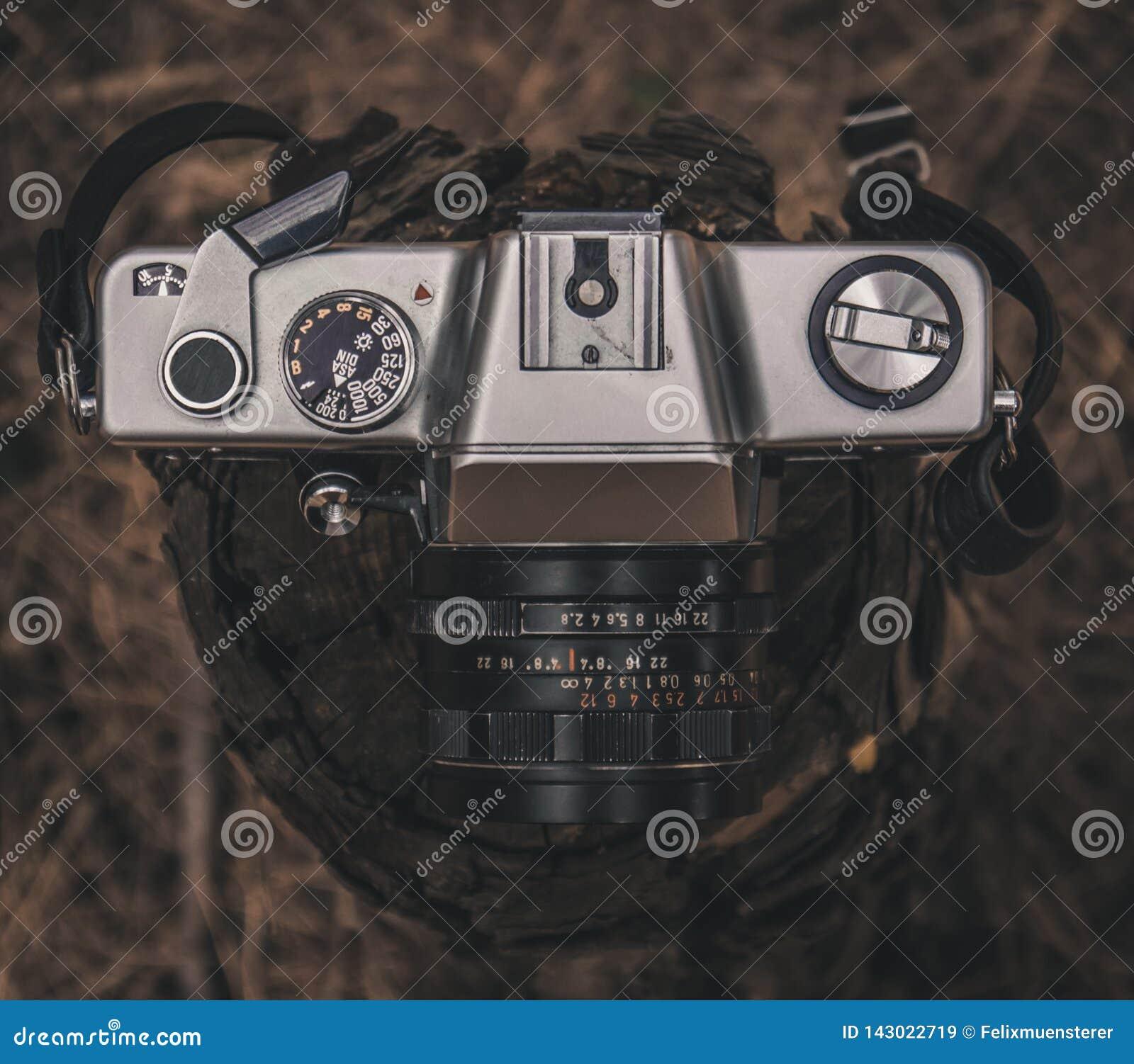 Vieille rétro caméra de film de cru de 35mm