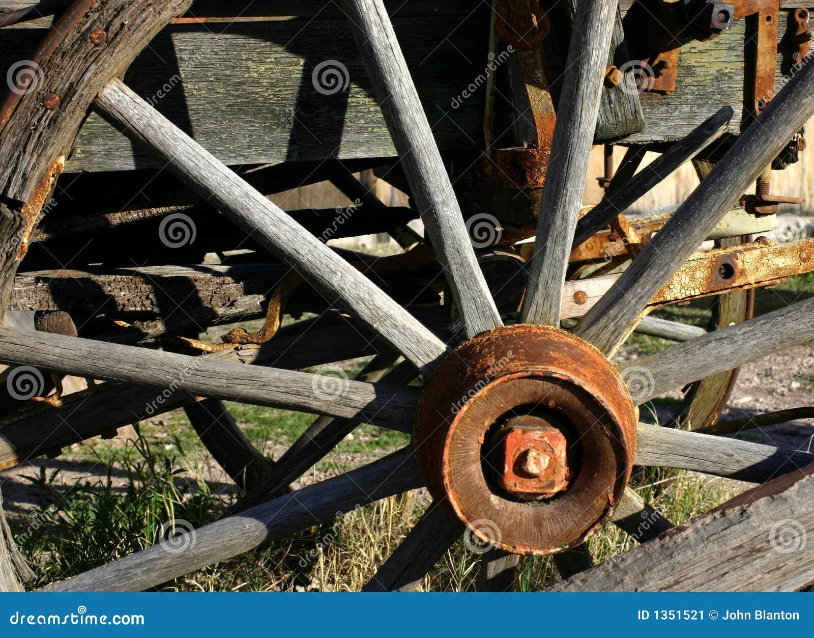 vieille roue de chariot image stock image du rais. Black Bedroom Furniture Sets. Home Design Ideas
