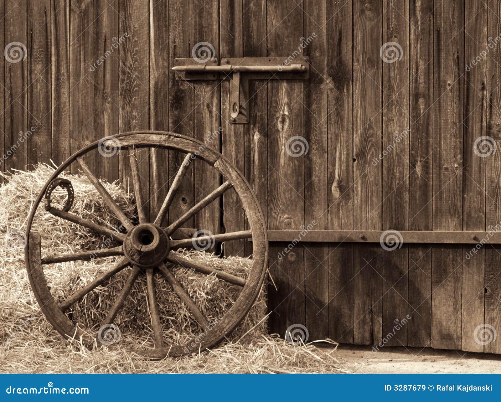vieille roue en bois image stock image du village goujon. Black Bedroom Furniture Sets. Home Design Ideas
