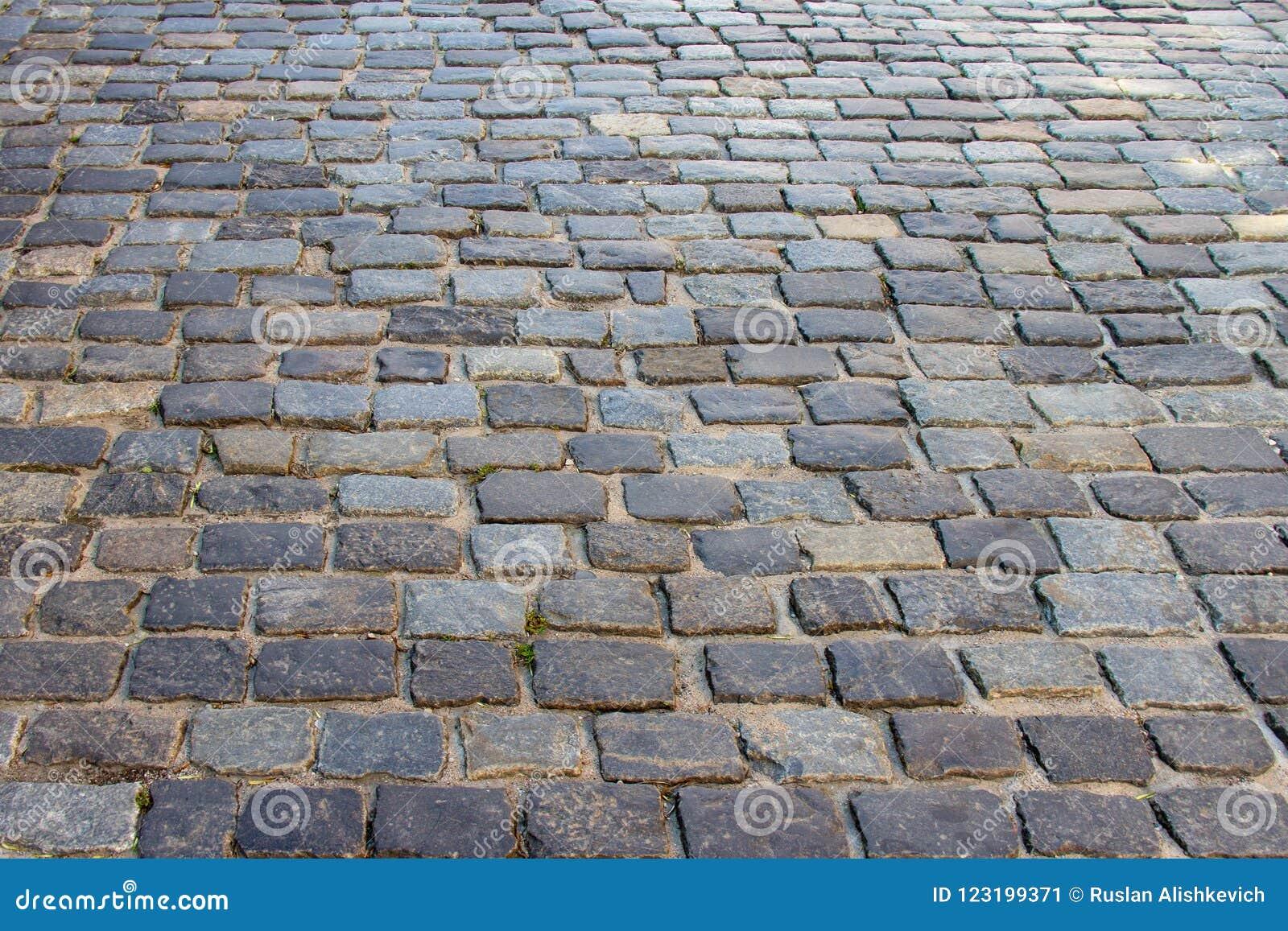 Vieille route, pavée avec la pierre sur Nemiga