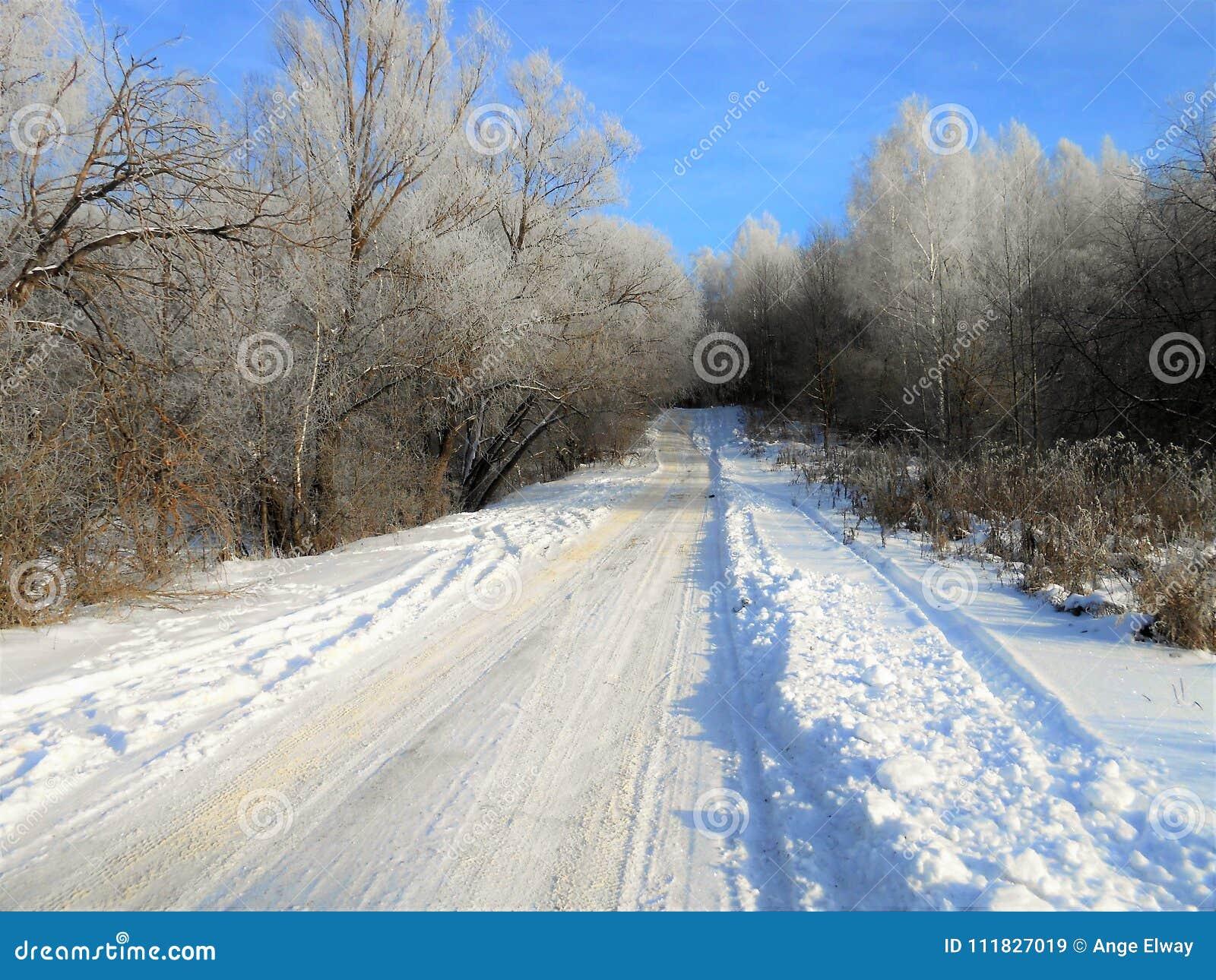 Vieille route pendant l hiver