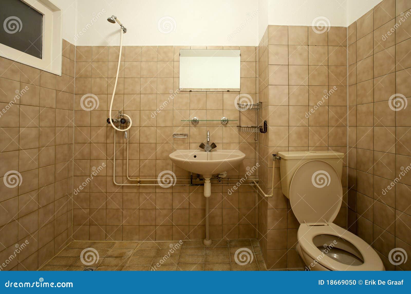 Vieille salle de bains photo stock image 18669050 for Salle de bain a l ancienne