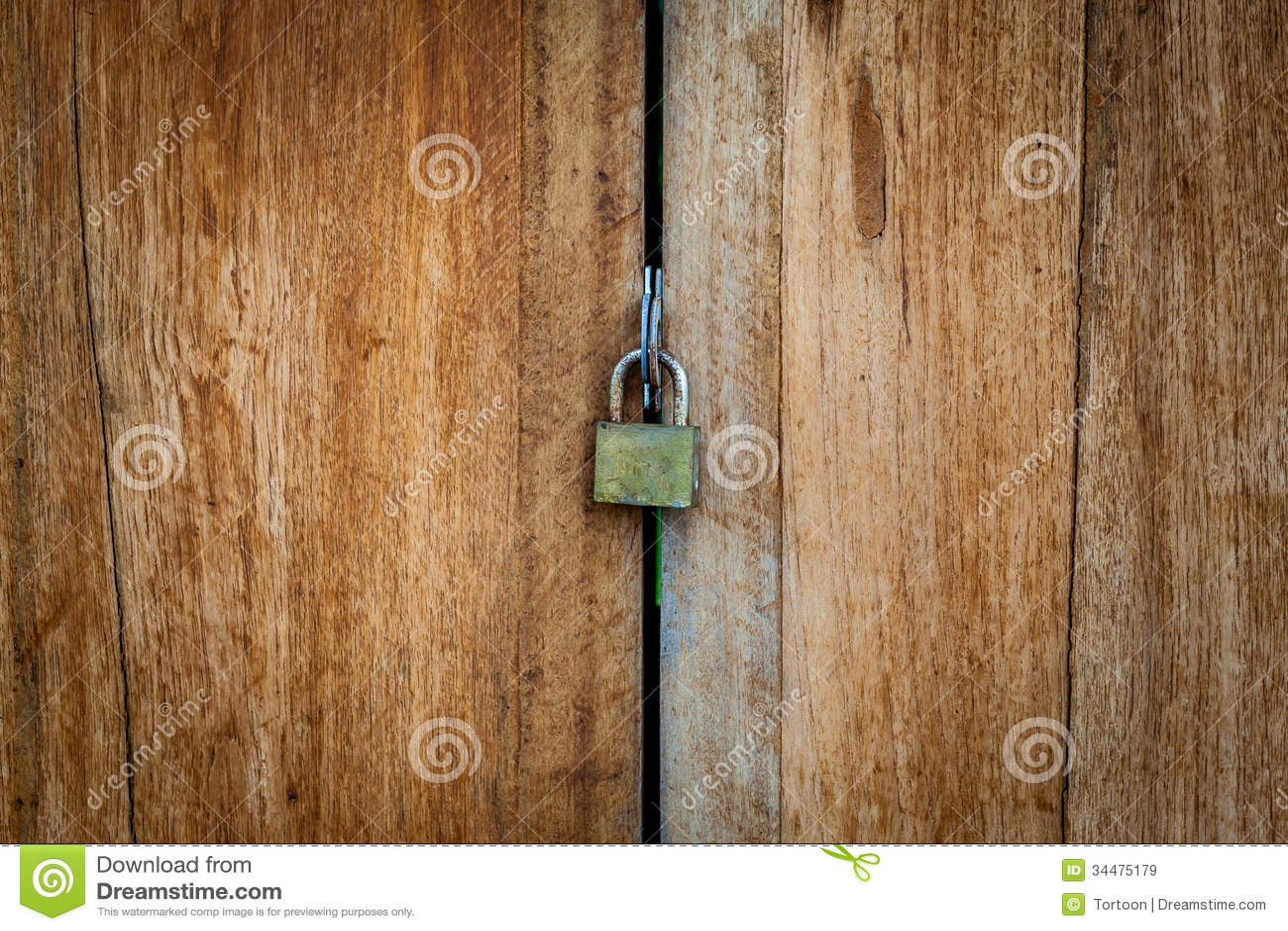 Vieille serrure principale sur la porte en bois troite for Vieille porte en bois