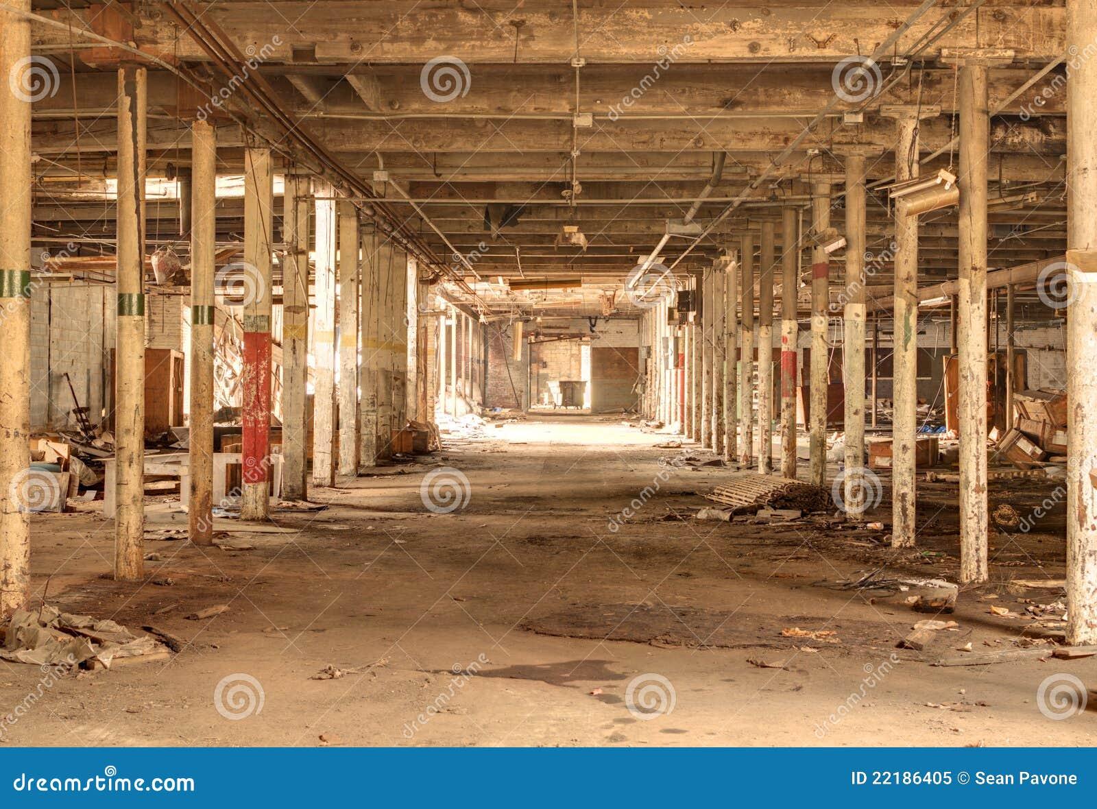 Vieille usine abandonn e photo libre de droits image for Interieur usine