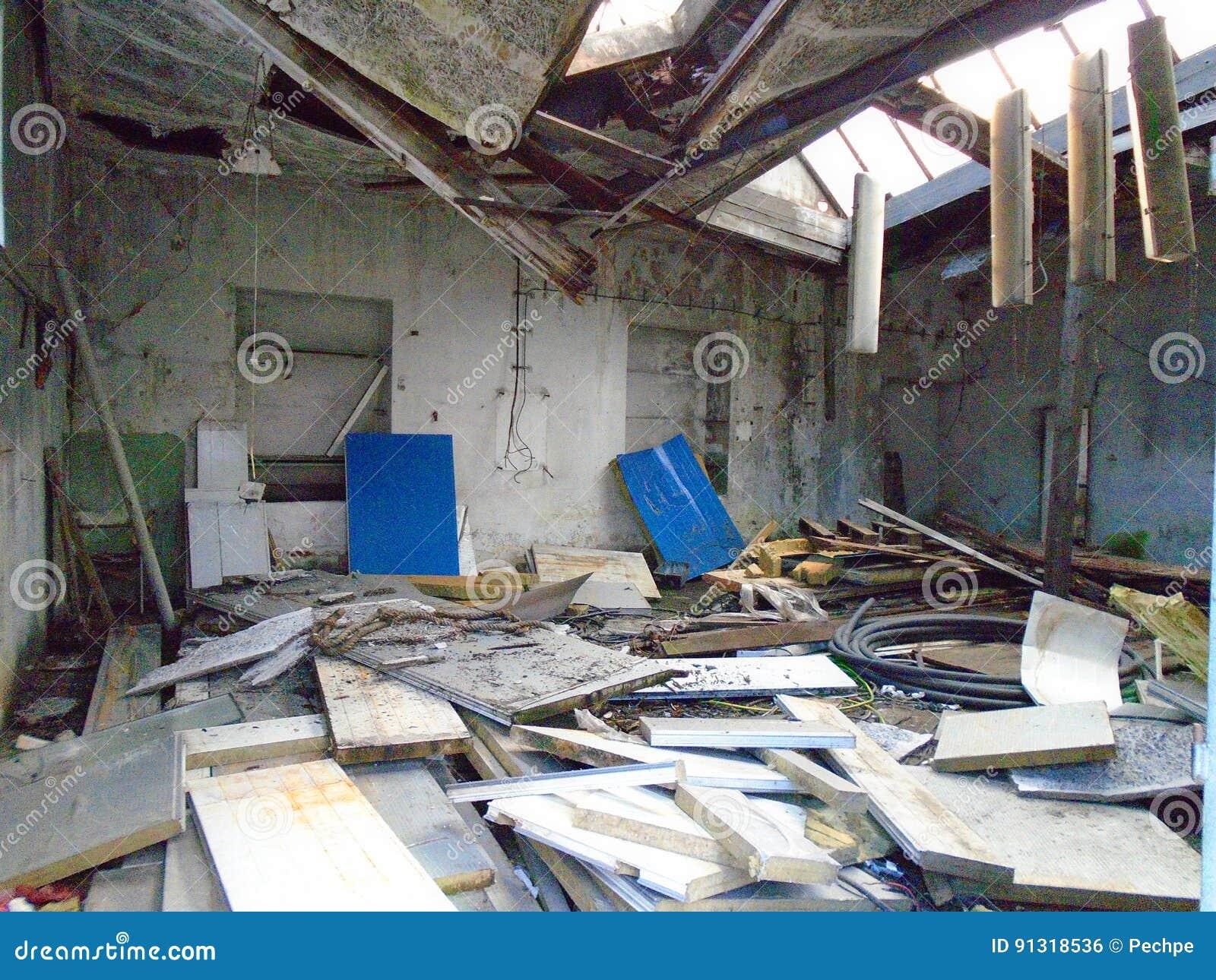 Vieille usine abandonnée des périodes communistes