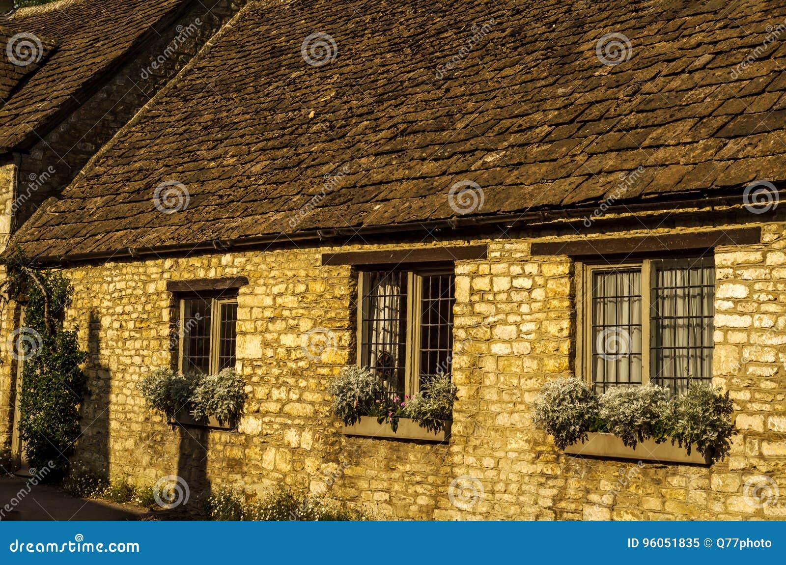 Vieille ville anglaise et beaux bâtiments historiques, vieille rue, h