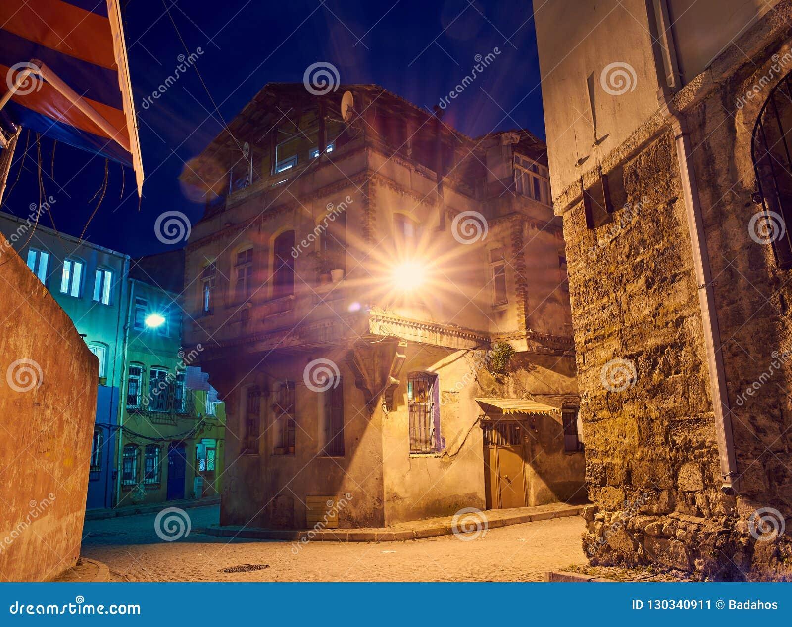 Vieille ville dans la nuit Istanbul