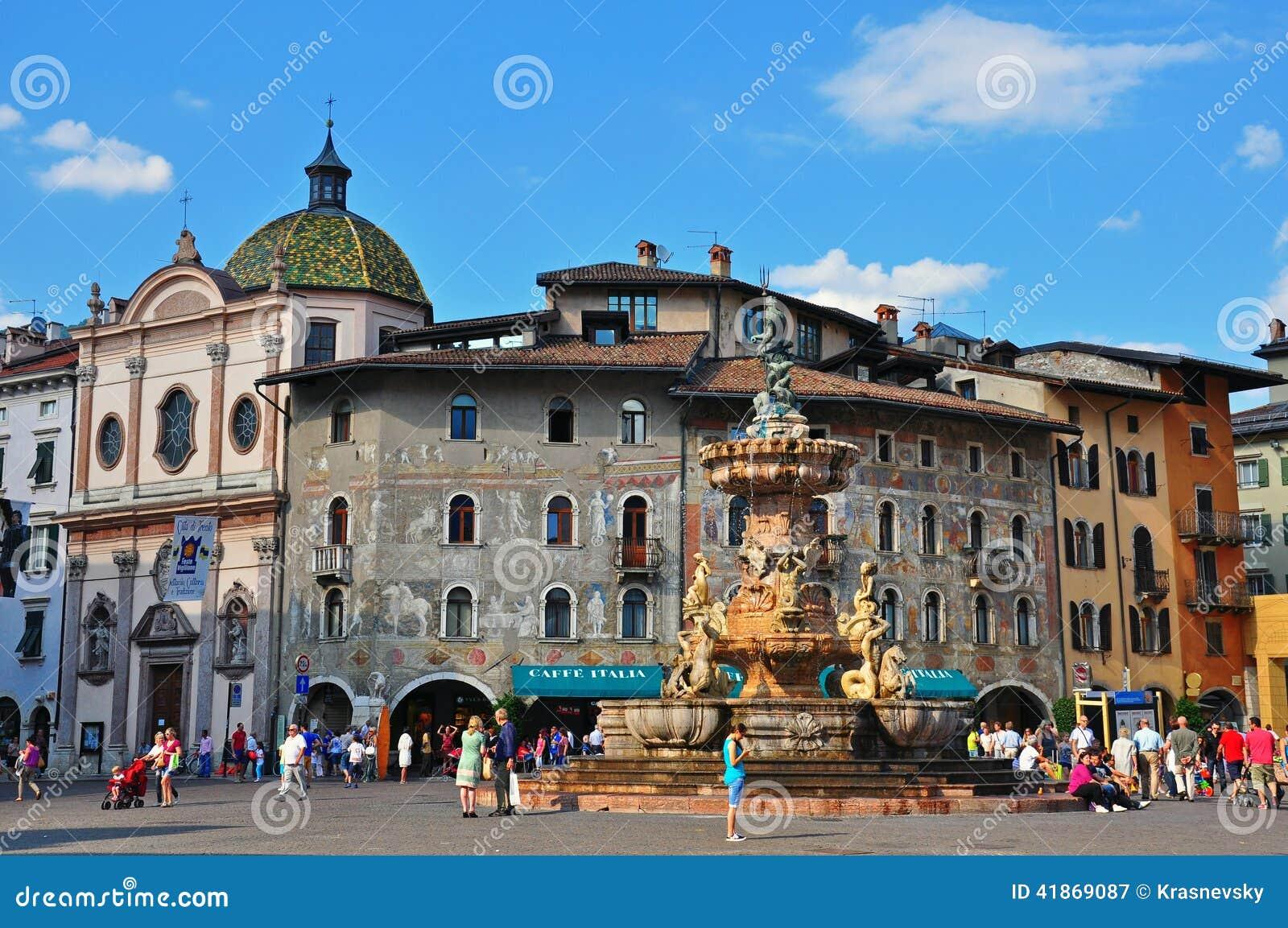 Vieille ville de trento italie photographie ditorial - Piscine place d italie ...