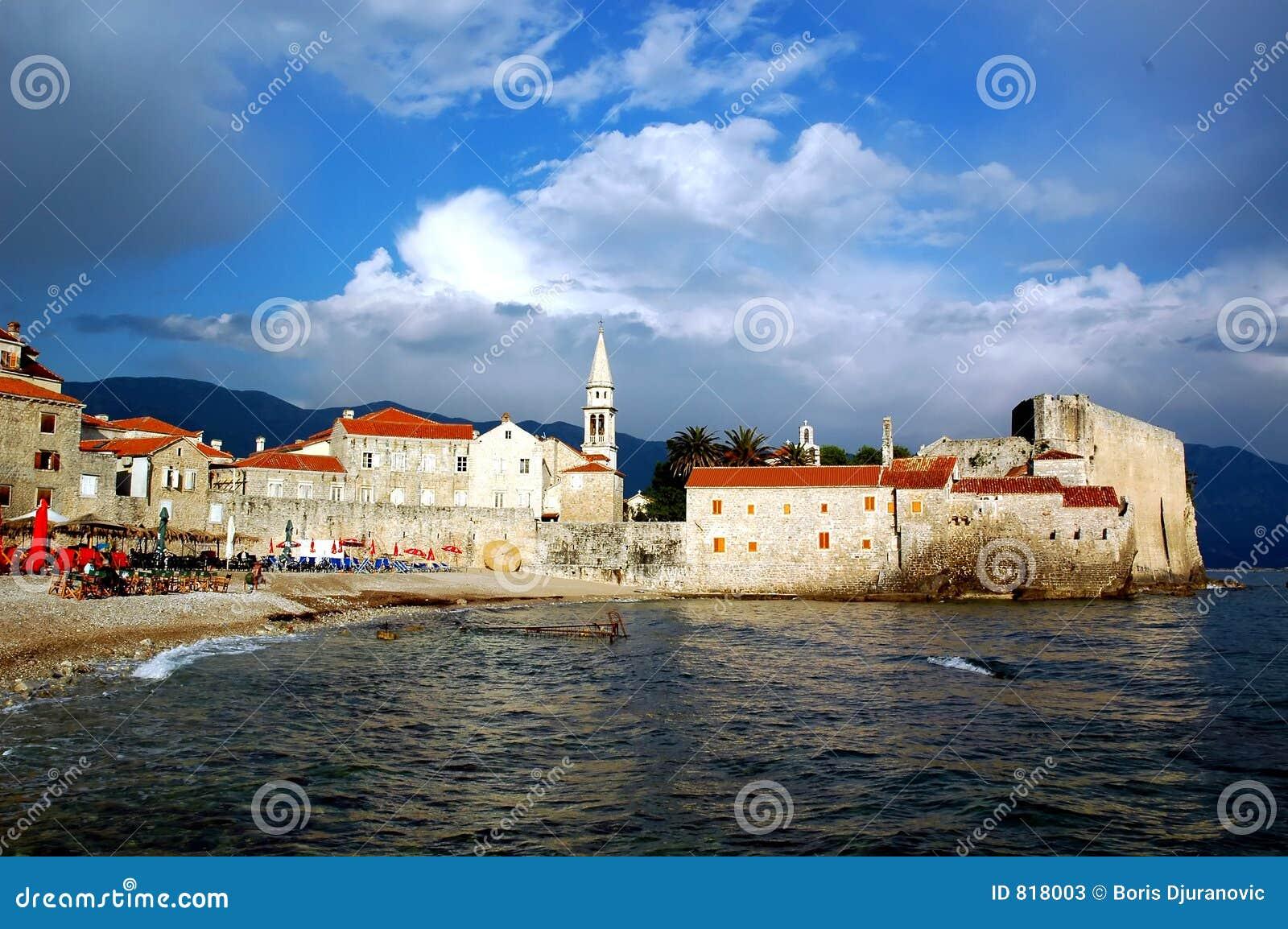 Vieille ville par la mer