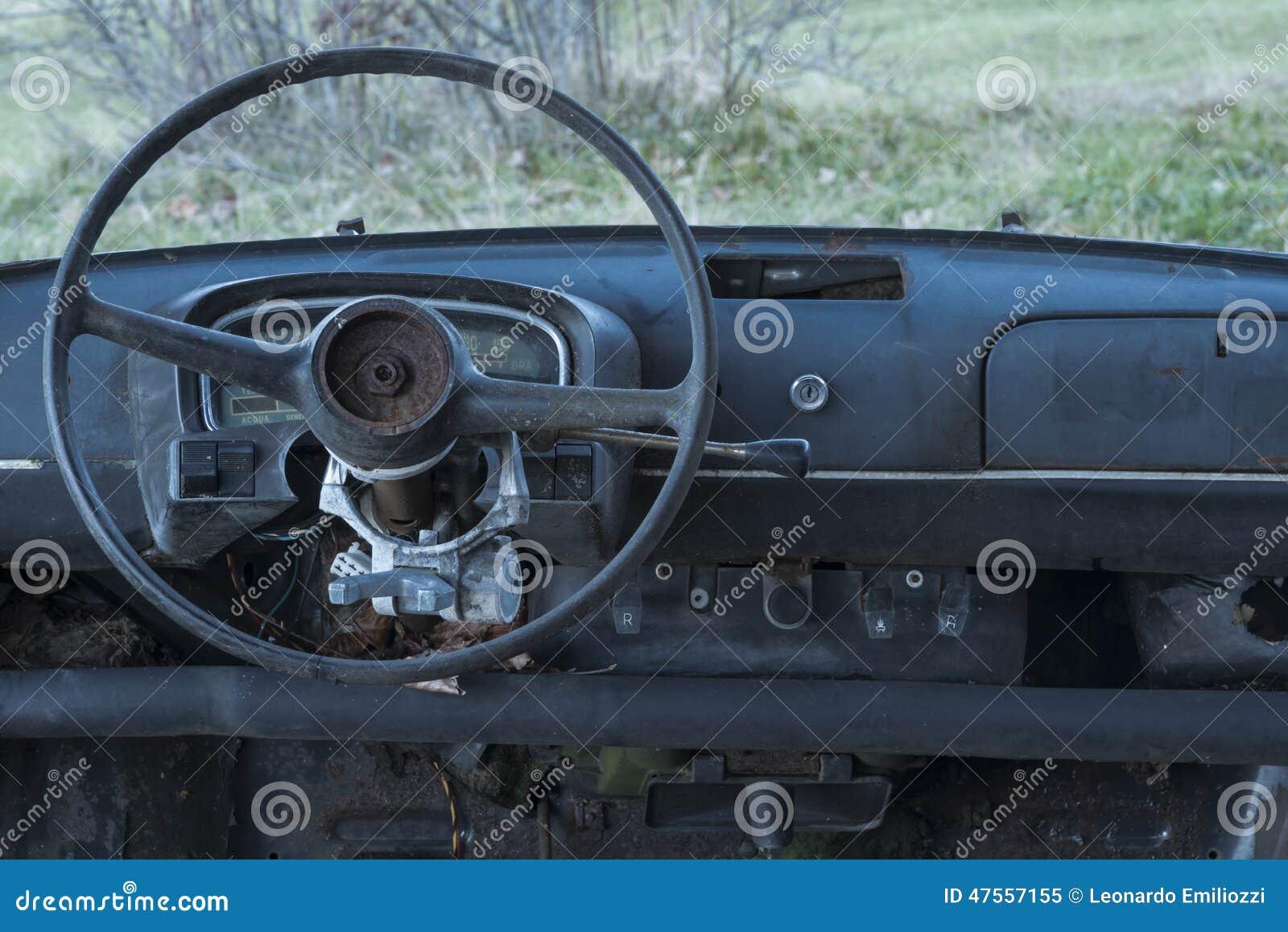 vieille voiture abandonn e tableau de bord et volant image stock image 47557155. Black Bedroom Furniture Sets. Home Design Ideas