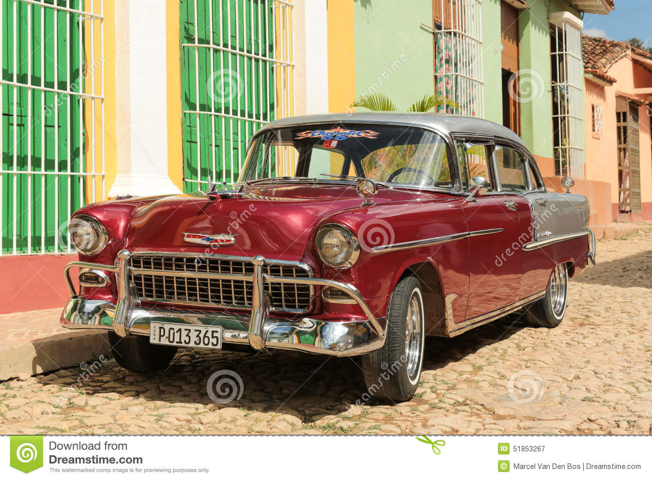 vieille voiture cubaine dans la rue photographie ditorial. Black Bedroom Furniture Sets. Home Design Ideas