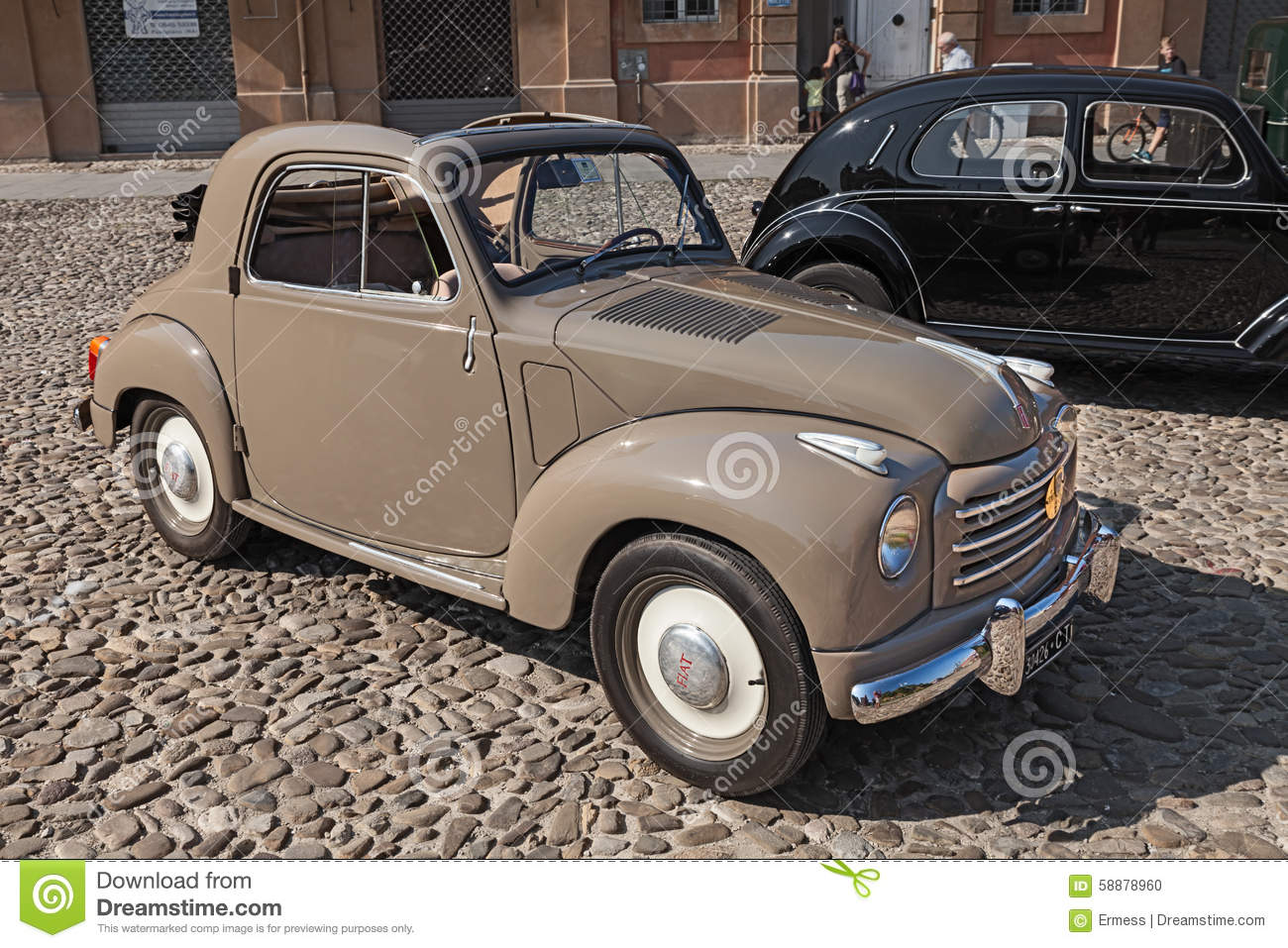 vieille voiture italienne fiat 500 c topolino 1954 image. Black Bedroom Furniture Sets. Home Design Ideas