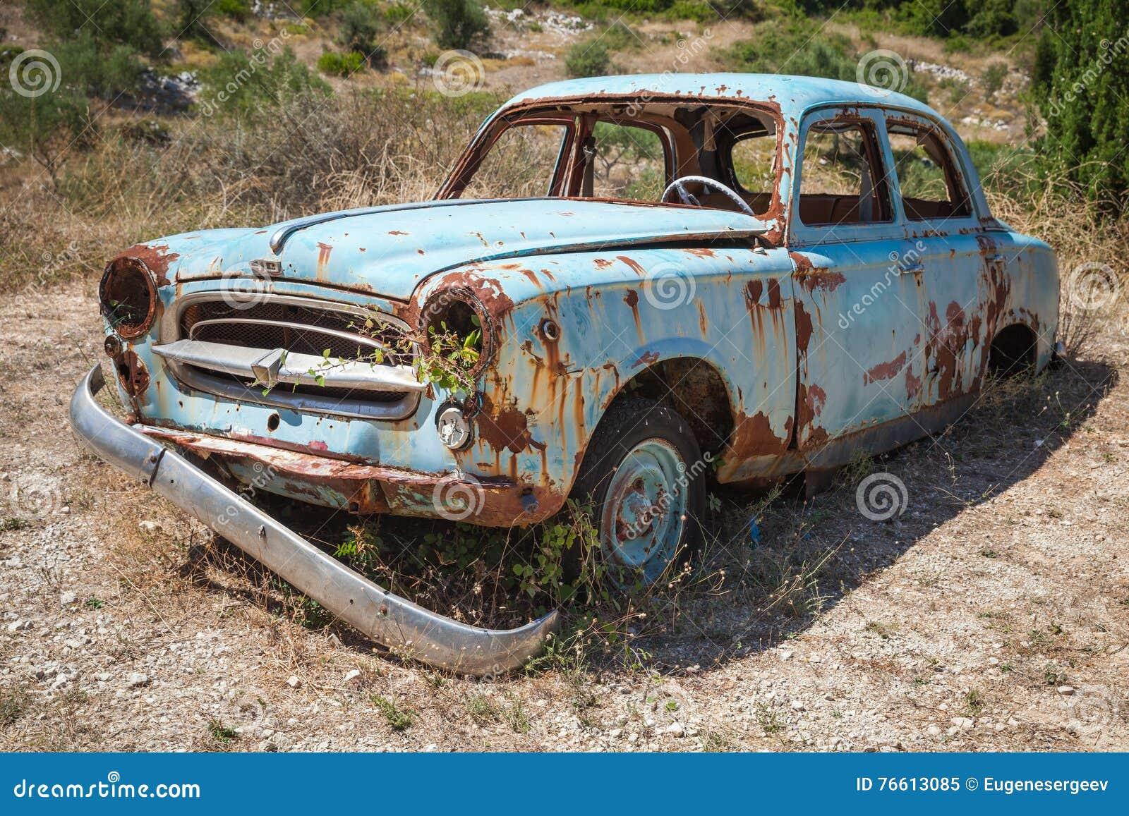 vieille voiture rouill e abandonn e image ditorial image 76613085. Black Bedroom Furniture Sets. Home Design Ideas