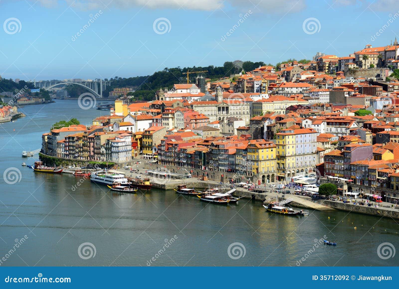 Vieille vue de rivi re de ville de porto porto portugal for Piscine a porto portugal