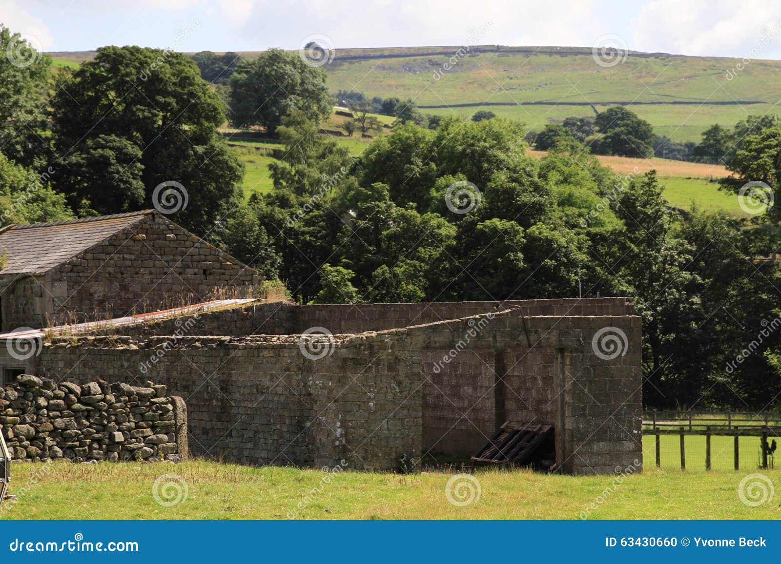 Vieilles annexes en pierre