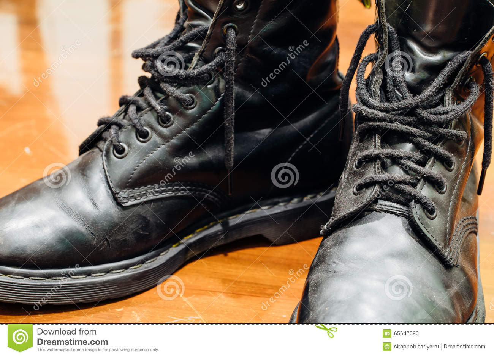 Vieilles bottes noires