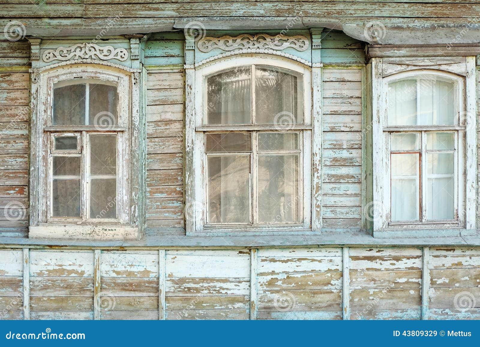 Vieilles fen tres de maison russe traditionnelle en bois for Fenetre de maison