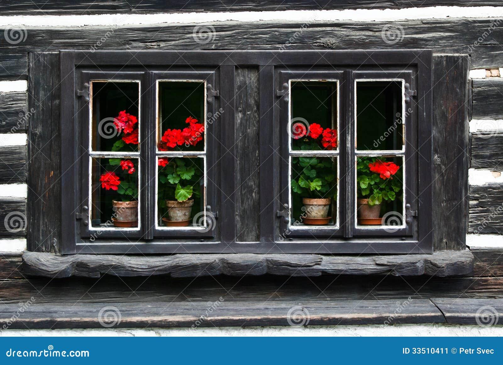 vieilles fen tres en bois image stock image 33510411. Black Bedroom Furniture Sets. Home Design Ideas