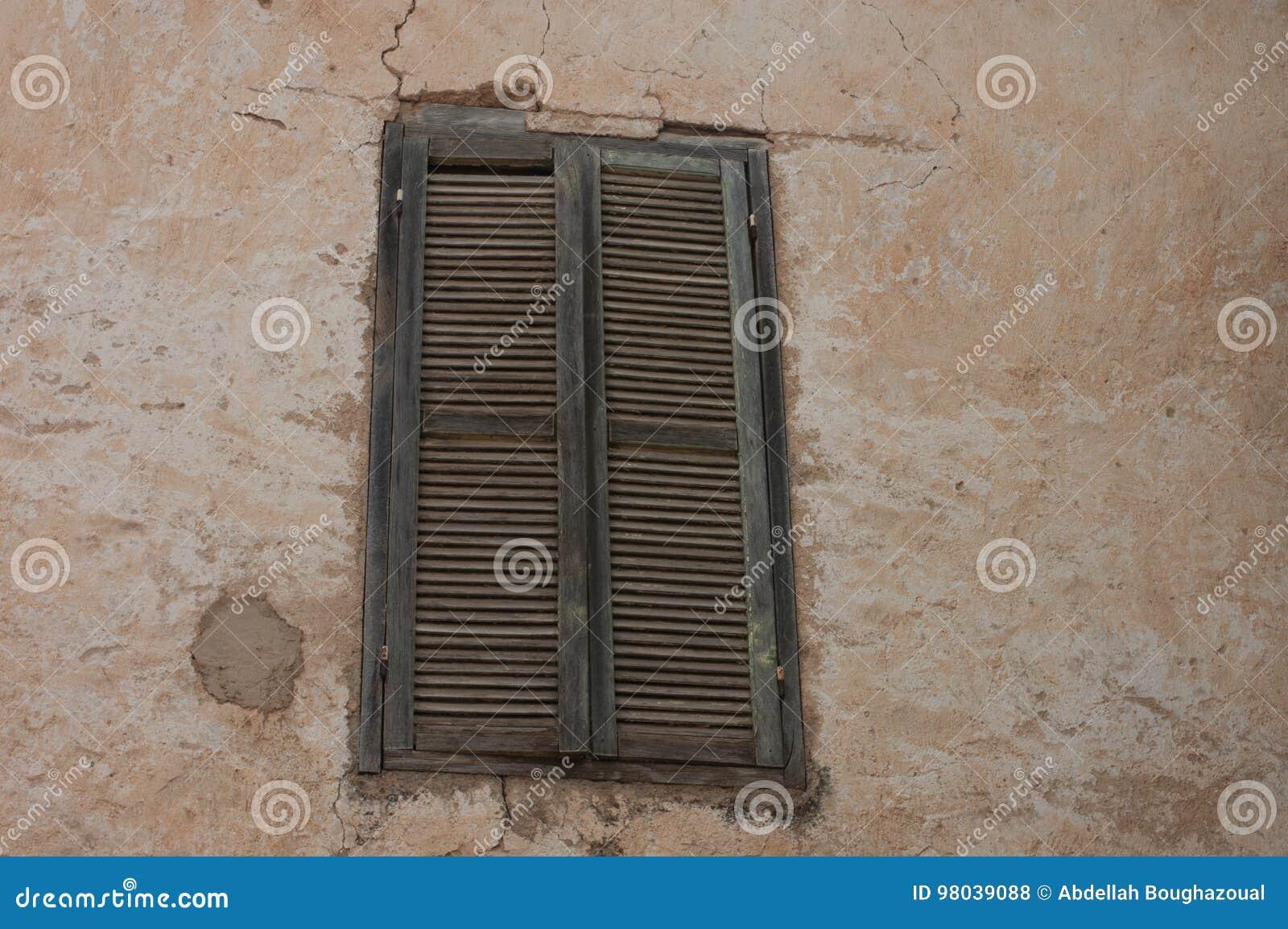 Vieilles fenêtres marocaines de berbers
