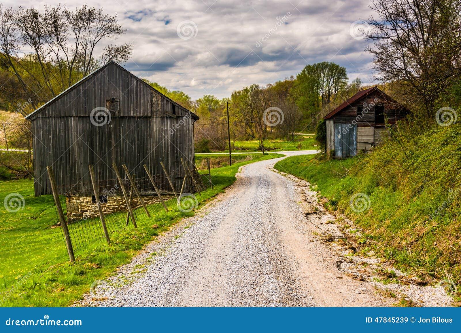 vieilles granges le long d 39 un chemin de terre dans le comt de york rural pennsylvanie photo. Black Bedroom Furniture Sets. Home Design Ideas