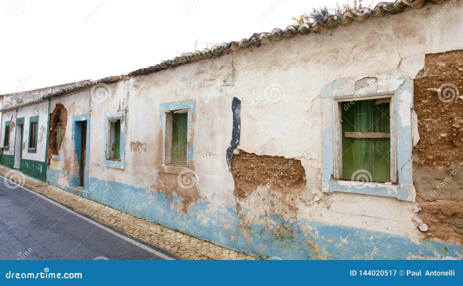 Vieilles maisons abandonnées au Portugal