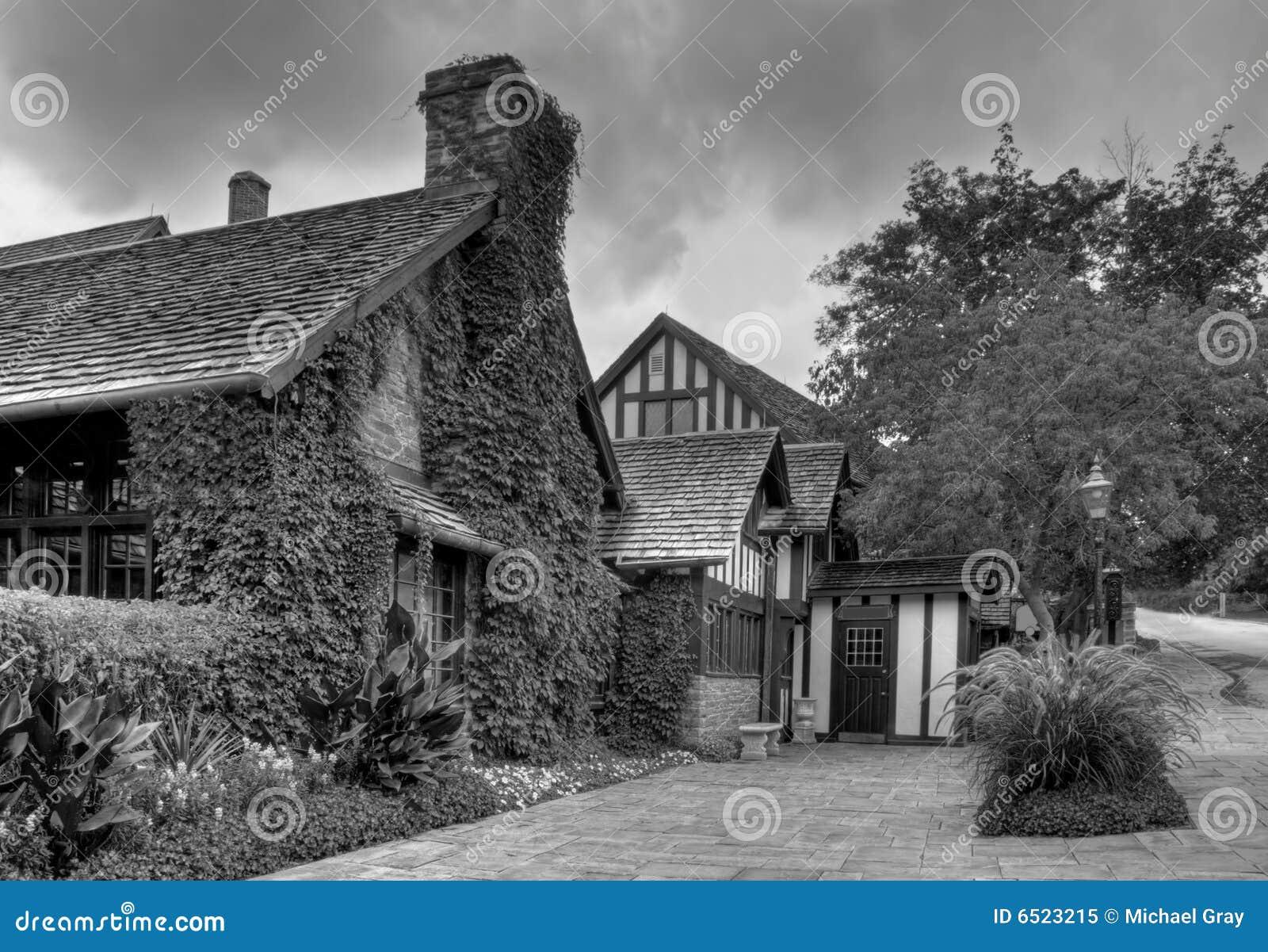 Vieilles maisons de village en noir et blanc photo libre - Maison en noir et blanc ...