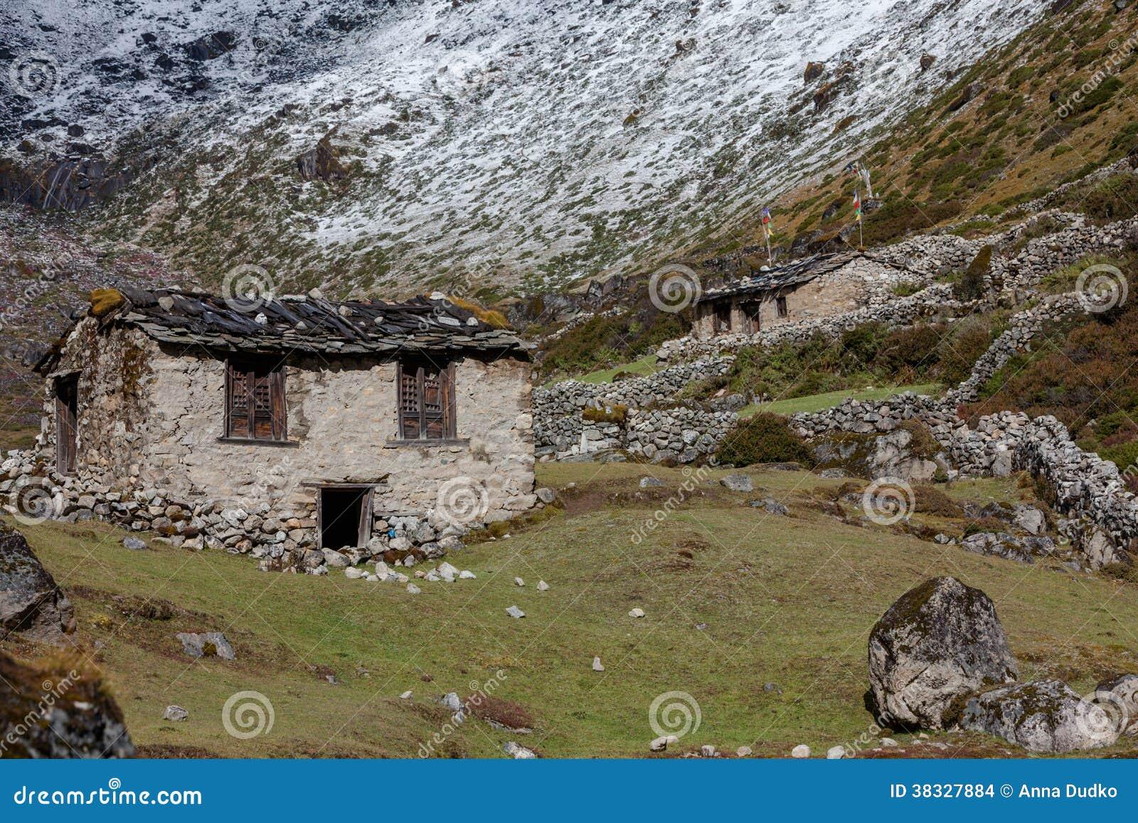 Vieilles maisons n palaises en pierre dans hymalayas for Vieille maison en pierre