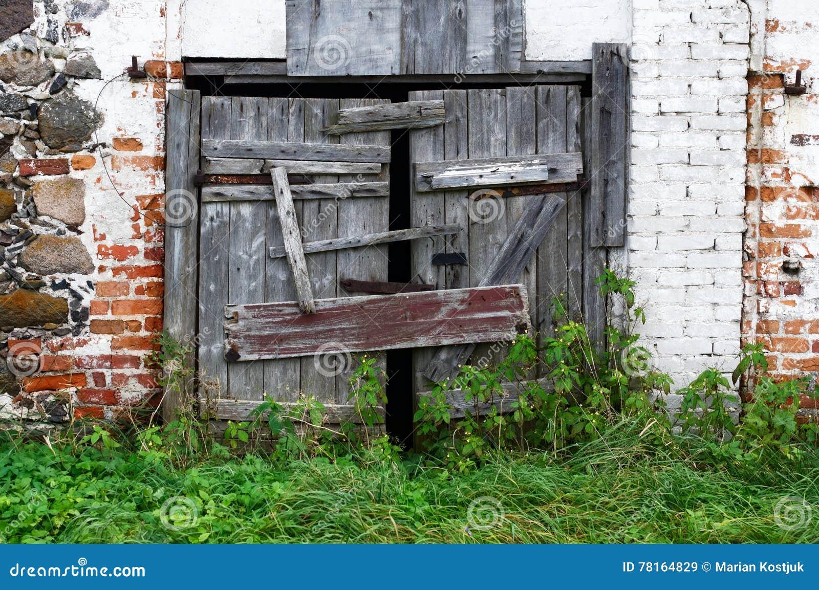 Vieilles Portes En Bois Cassées Image stock - Image du matériau ...