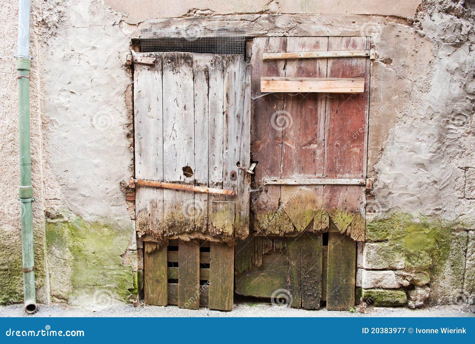 Vieilles trappes en bois en france photographie stock - Vieilles caisses en bois a vendre ...