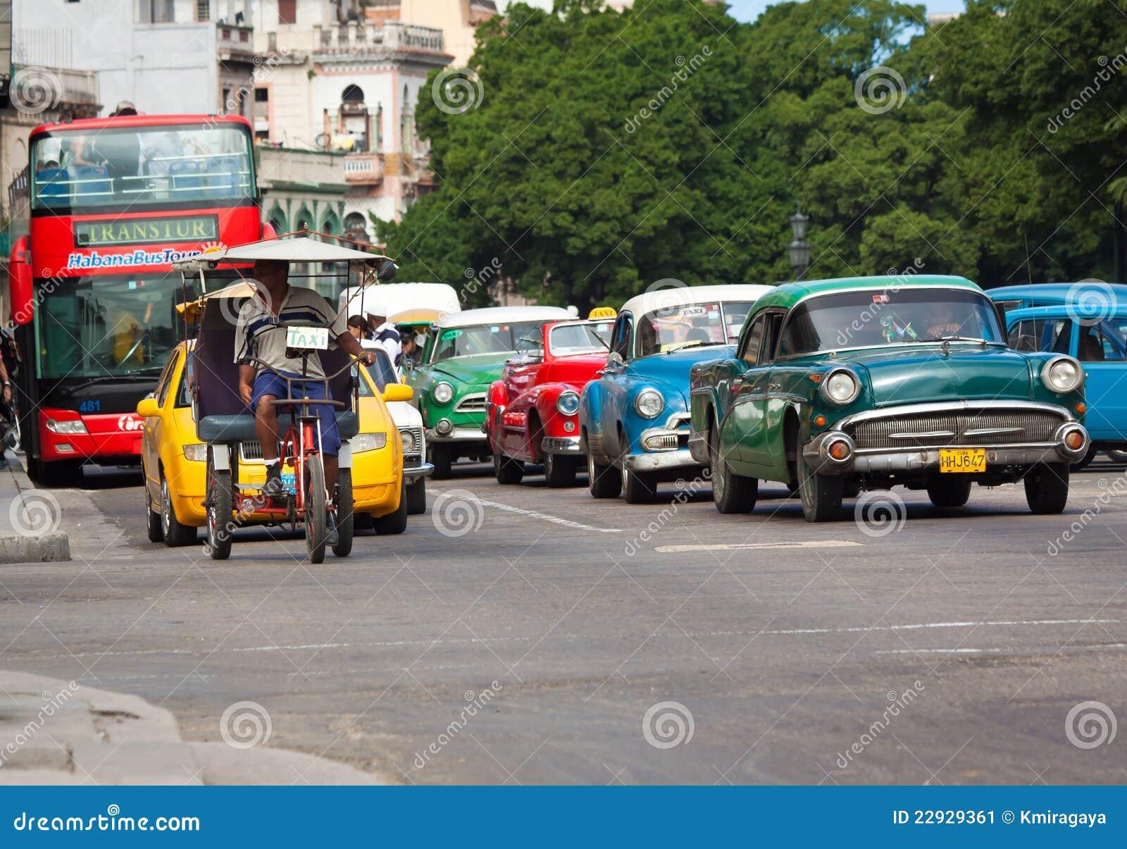 vieilles voitures am ricaines classiques dans les rues de la havane photo ditorial image. Black Bedroom Furniture Sets. Home Design Ideas