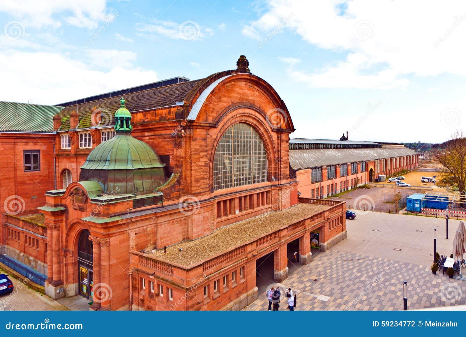 Vieja estación de tren classicistical en Wiesbaden