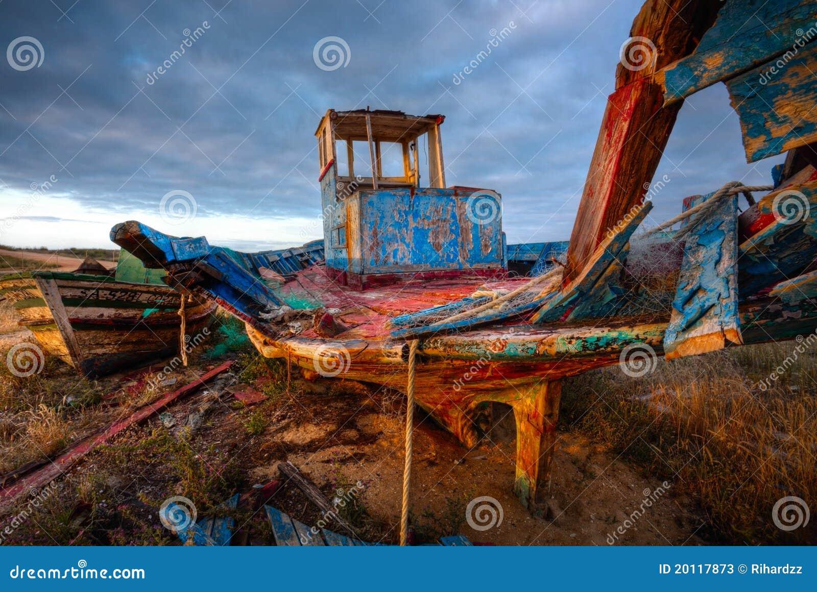 Vieja ruina del barco de pesca, imagen de HDR