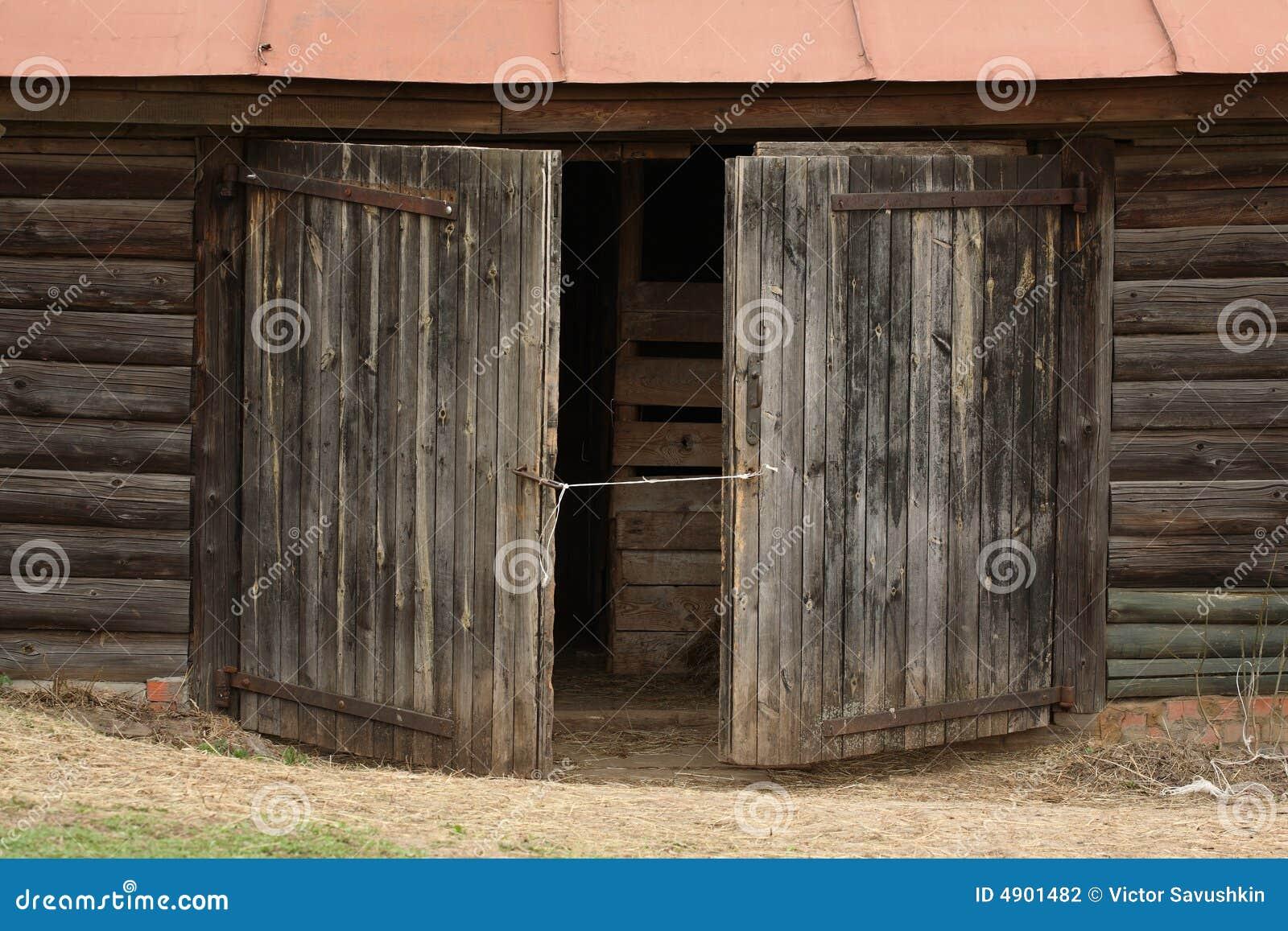 Viejas puertas envejecidas fotograf a de archivo imagen for Puertas viejas