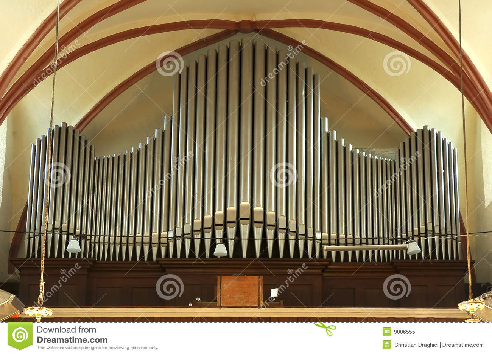 Viejo órgano de tubo grande