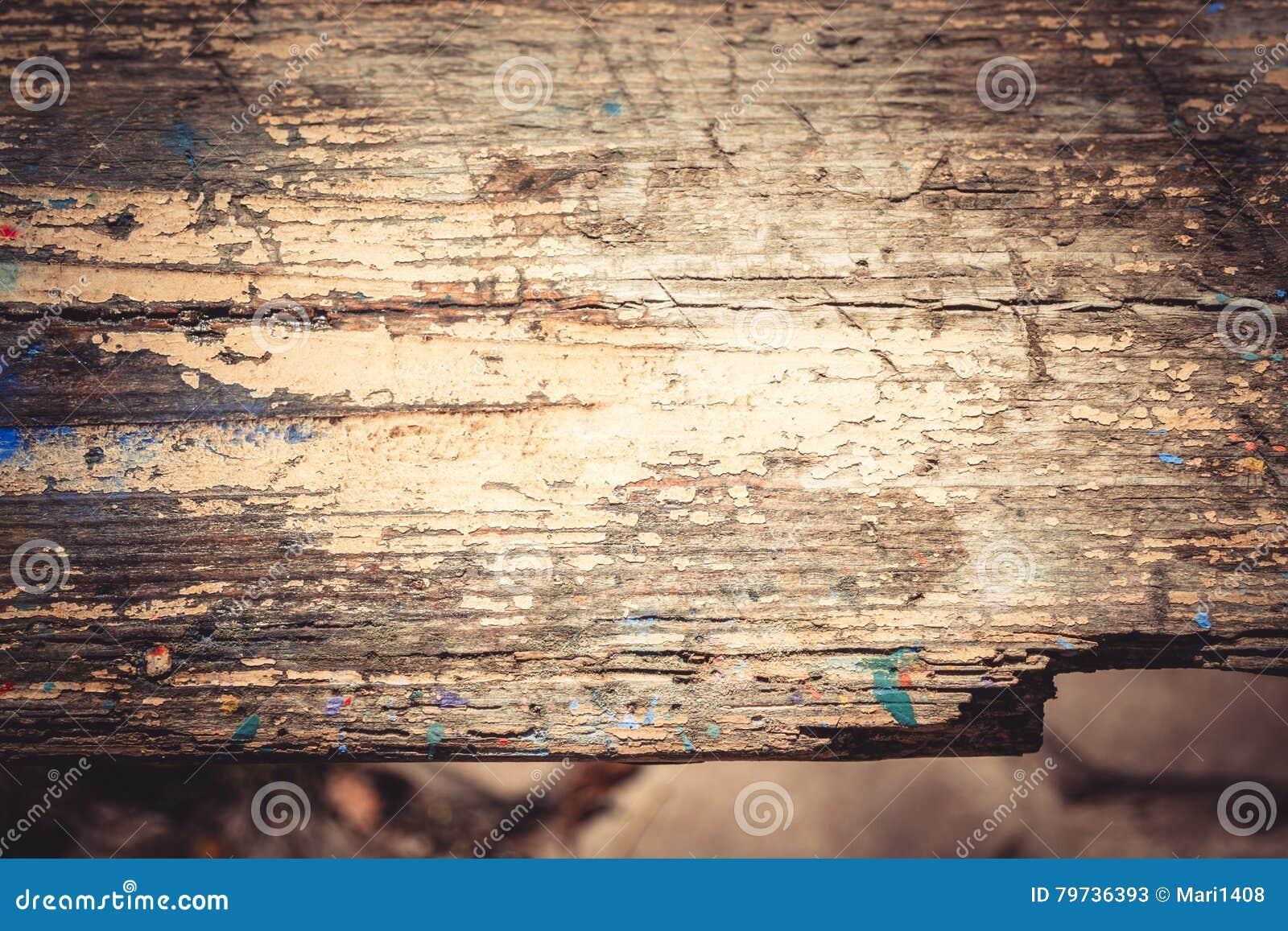 Viejo cierre de madera lamentable de la superficie para arriba