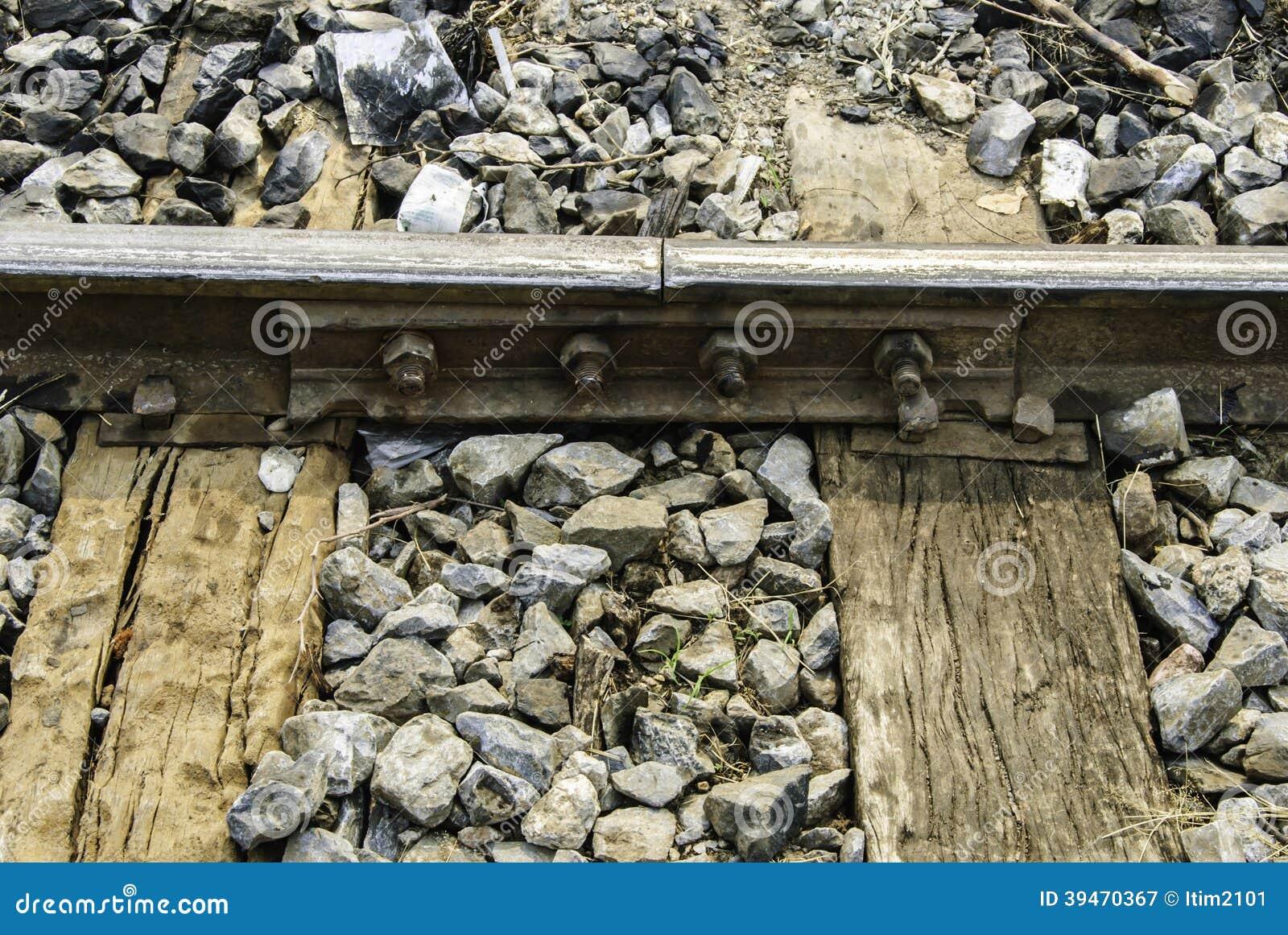 Viejo empalme ferroviario con hueco