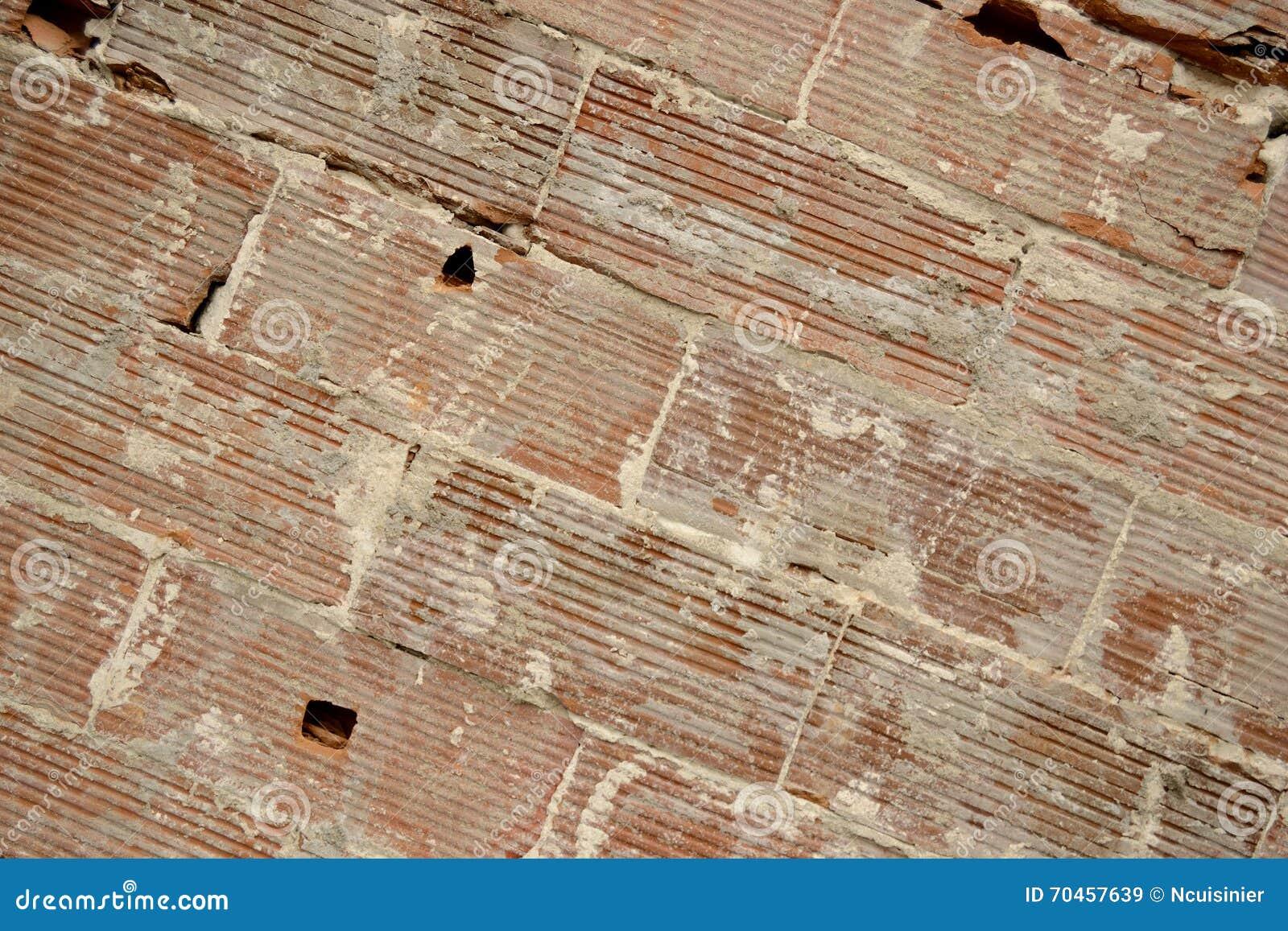 Viejo fondo de la pared de los ladrillos grandes, líneas diagonales