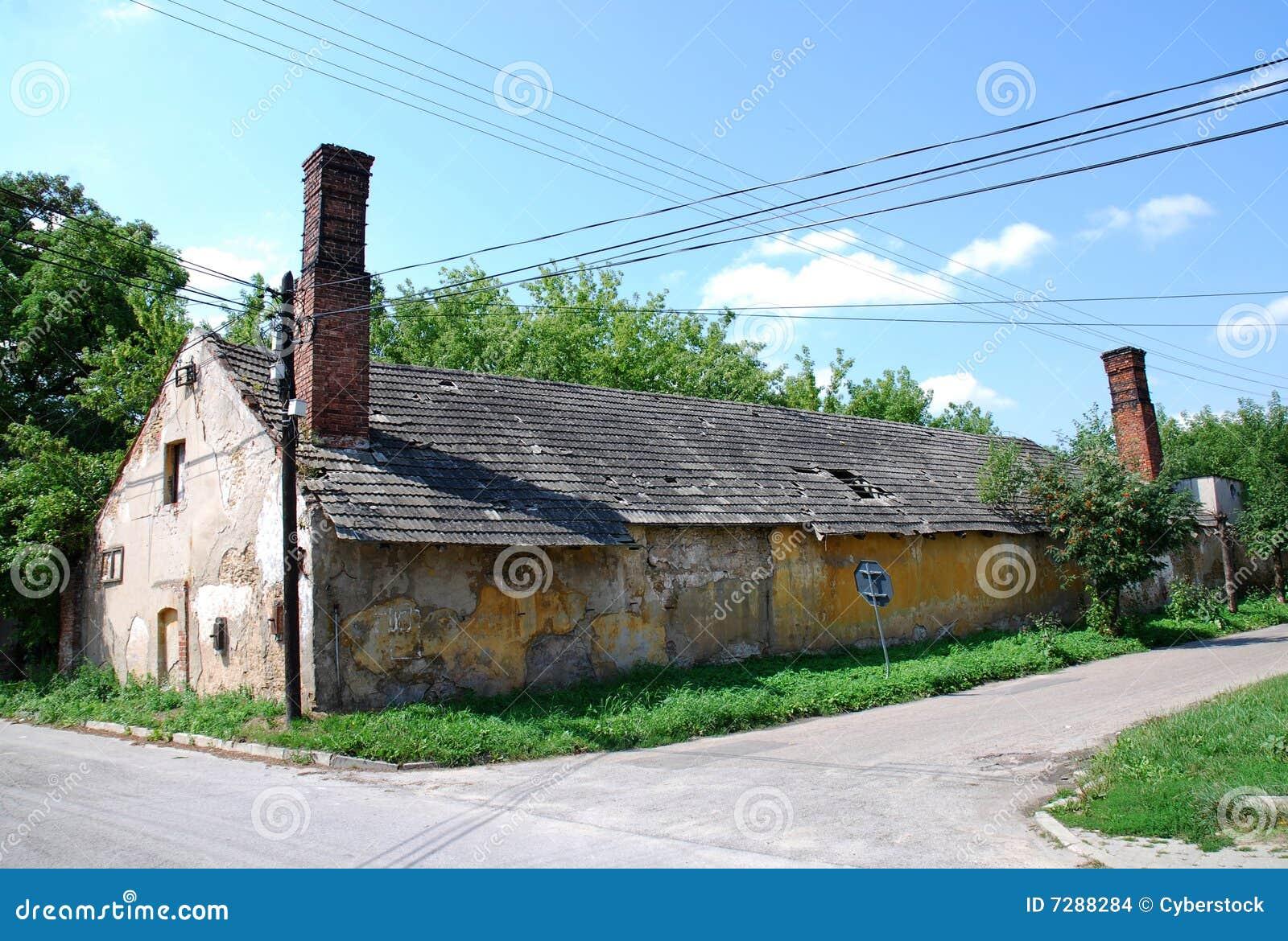 Viejo hogar en campo