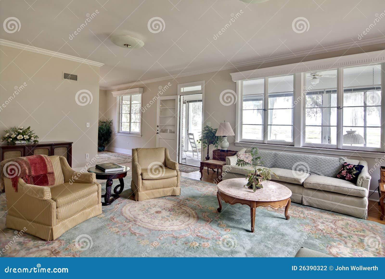 Viejo interior casero anticuado