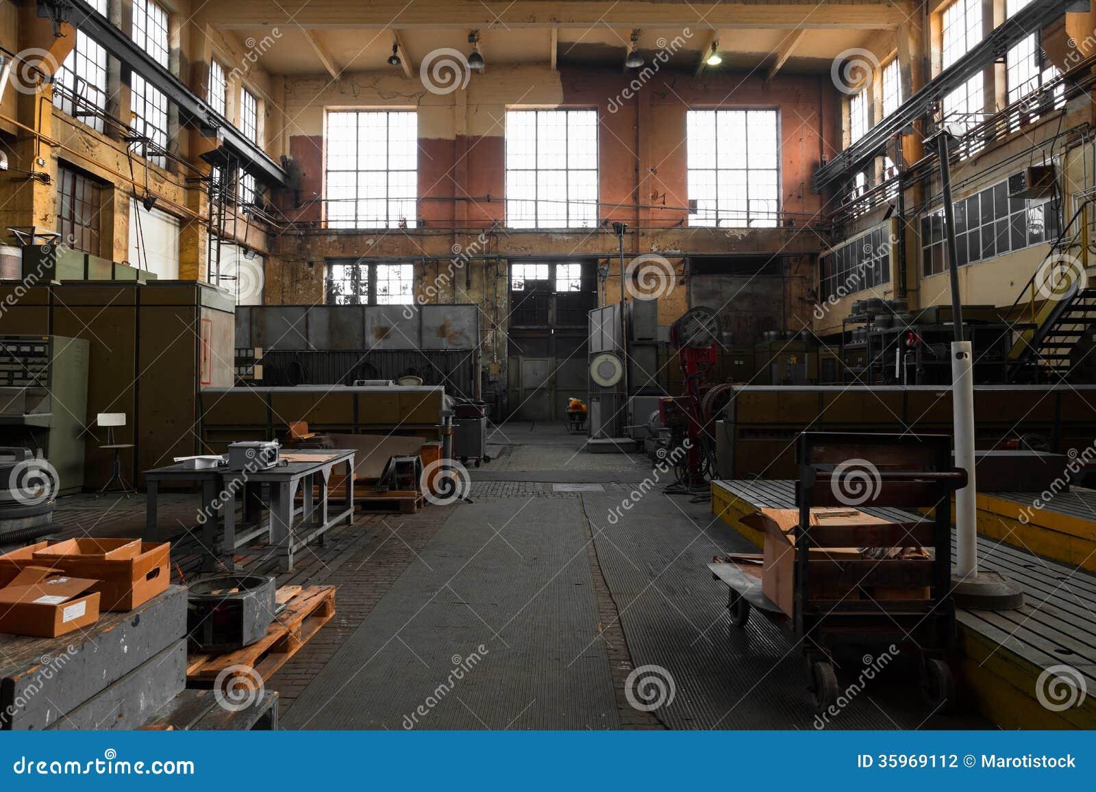 Viejo interior industrial